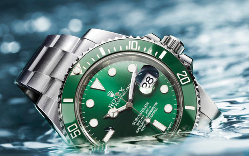 Rolex Oyster Perpetual Date_Submariner Date_16610LV_Automatic_Steel case_Steel bracelet_Men's watch/unisex_Sapphire glass_Black dial_Green bezel