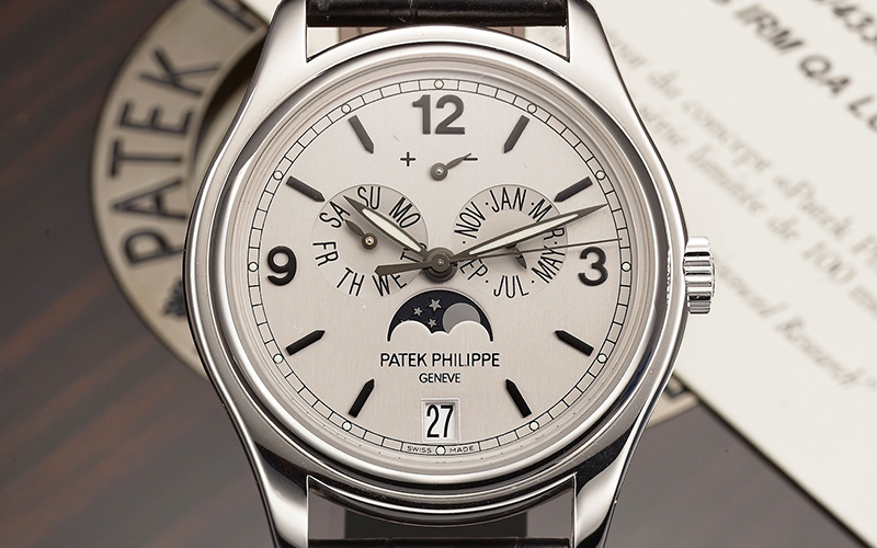 Patek Philippe Annual Calendar 5250G-001 Automatic White gold case Crocodile skin Men's watch/Unisex 324 S IRM QA LU Caliber Sapphire Glass Black bracelet Moonphase Date Month Annual calendar Display Back Power Reserve Display Limited Edition